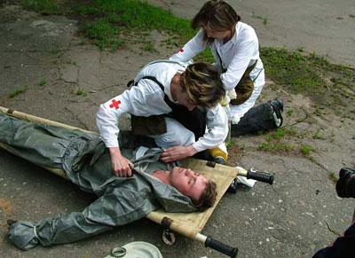 Первая помощь при поражениях отравляющими и опасными химическими веществами
