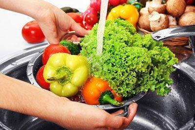 Промывание зелени и овощей