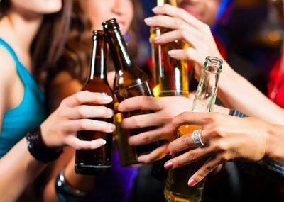 Выпивка на празднике
