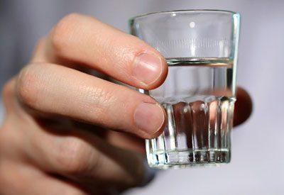 Стакан со спиртом