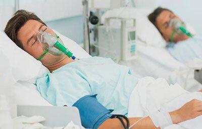 Люди под кислородными масками