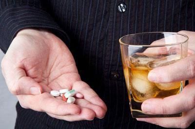 Опасность приема снотворных препаратов вместе с алкоголем