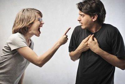 Агрессивная девушка