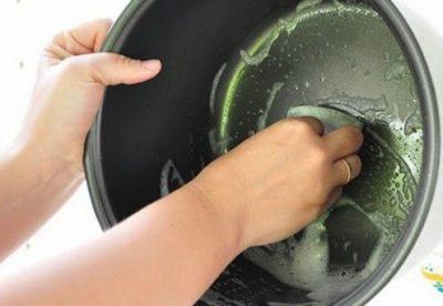 Очищать тефлоновую чашу