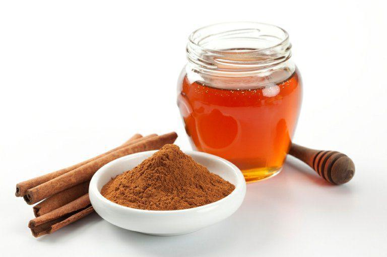 Мед и корица для чистки сосудов от холестерина