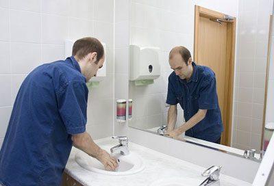 Мытье рук после туалета