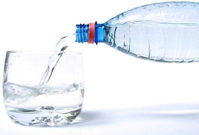 Чистая негазированная вода
