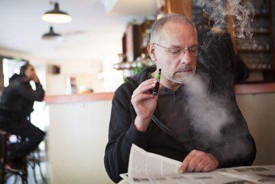 Курение вейпа в общественном месте