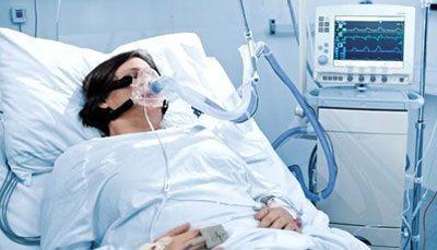 Человек под кислородной маской