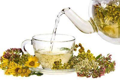 Заваренный травяной чай