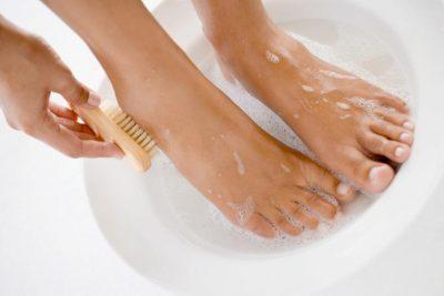 Моют ноги