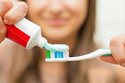Какую пользу и вред несет зубная паста