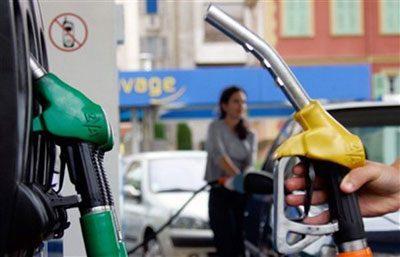 Запрвка бензином машины