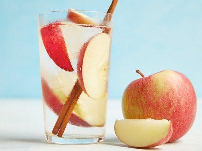 Напиток из яблок с корицей