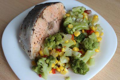 Рыба с отварными овощами