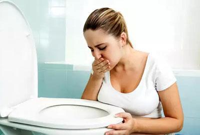 Причины зеленой рвоты у взрослых, способы ее устранения