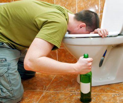 Коричневая рвота после злоупотребления спиртными напитками