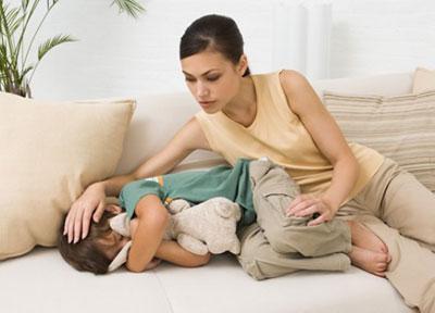 У ребенка сильно болит живот и наблюдается рвота