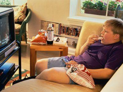 Толстяк у телевизора