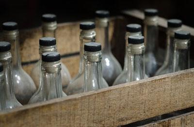 Виды отравлений суррогатным алкоголем, симптоматика и первая помощь