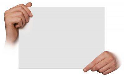 бумага в руке