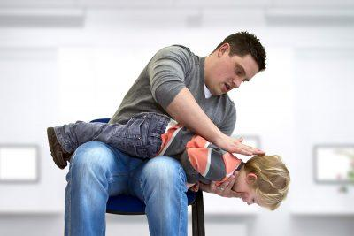 Первую помощь ребенку