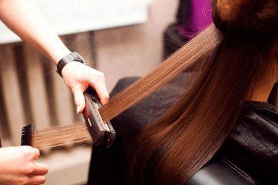 Вытягивание волос утюжком