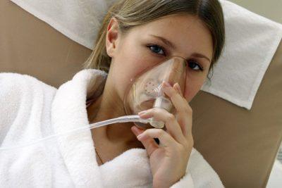 Подключение больного к кислороду