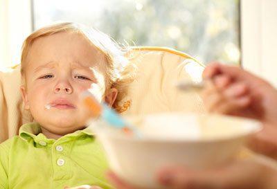 Заставлять ребенка кушать