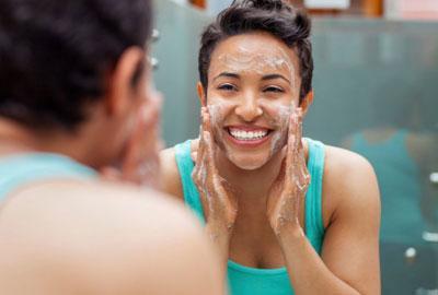 Чистка лица в домашних условиях: проверенные средства для проблемной кожи