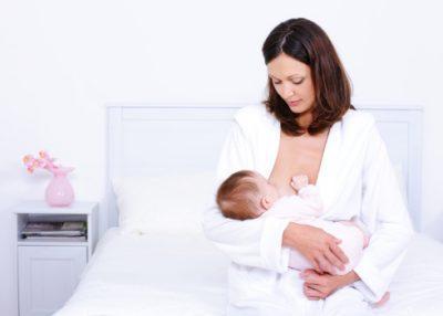Что важно делать, если отравилась кормящая мама