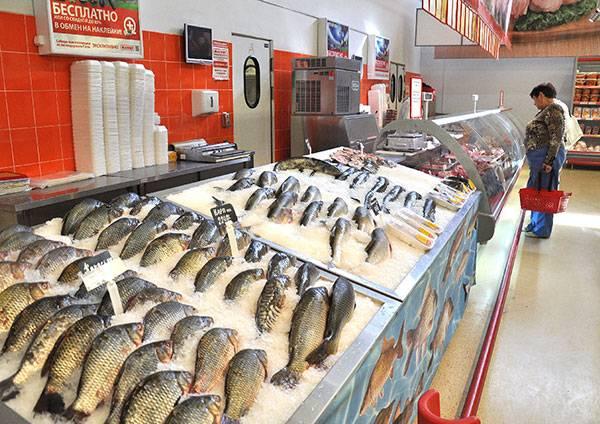 pokupka-ryby-v-supermarkete.jpg