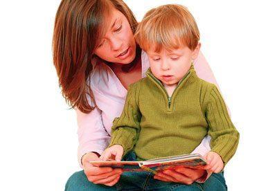 Ребенка учат читать