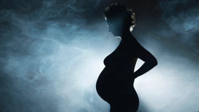 Беременная и дым