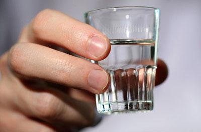 Можно ли пить водку при пищевом отравлении