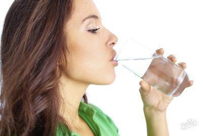 Провоцирование рвоты с помощью воды
