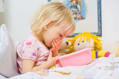 Что делать, если у ребенка появилась рвота на фоне нормальной температуры тела