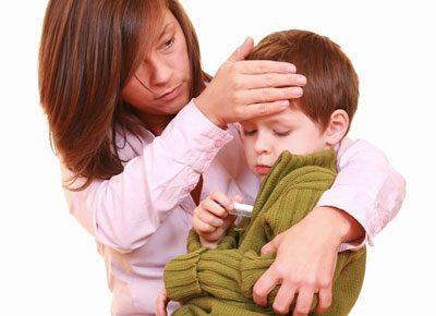 Больной ребенок на руках