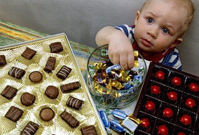 Ребенок и сладости