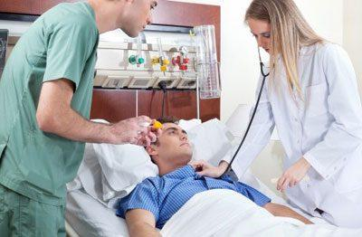 Осмотр больного после операции